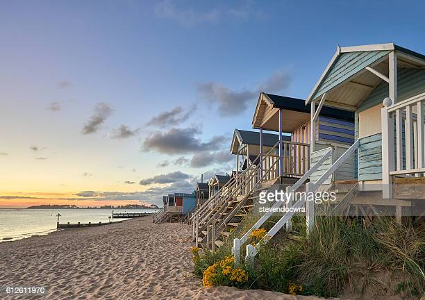 traditional beach huts on the north norfolk coast at wells next the sea - 英国ノーフォーク ストックフォトと画像
