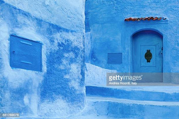 traditional blue washed medina of chefchaouen, rif region, morocco - chefchaouen photos et images de collection