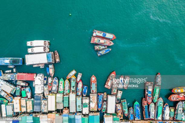 traditional boats docked in aberdeen harbour hong kong - fishing village stock pictures, royalty-free photos & images