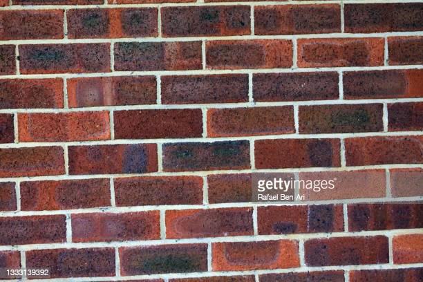 traditional british brick wall - rafael ben ari photos et images de collection