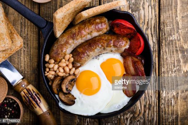 traditional british dishes. english breakfast - sausage stock pictures, royalty-free photos & images