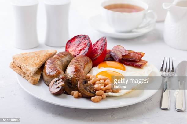 traditional british dishes. english breakfast - 英国文化 ストックフォトと画像