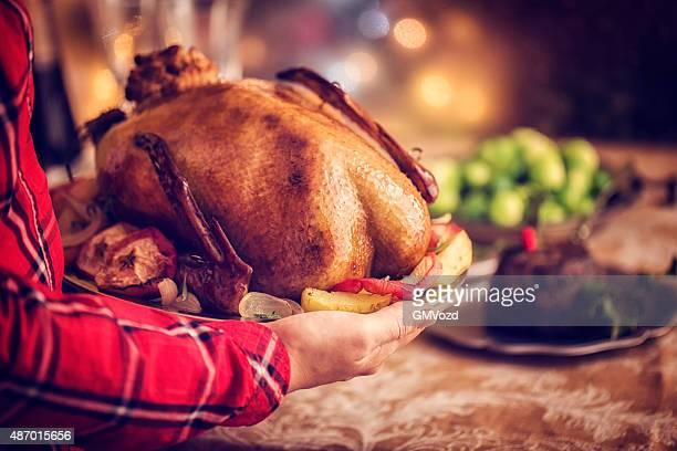 Traditionelle britische Holiday Goose Abendessen mit Äpfeln und Rosenkohl