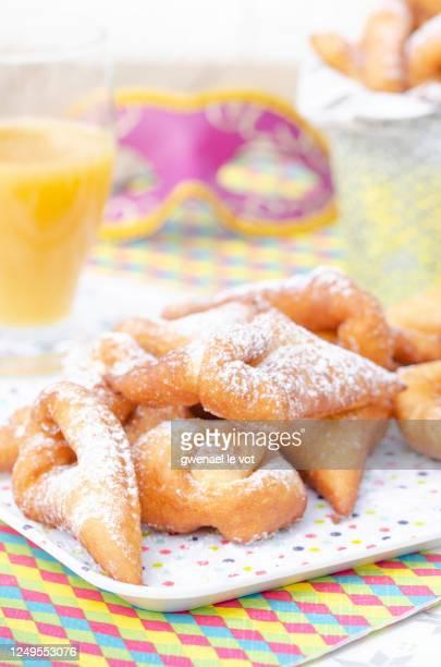 traditional bugnes lyonnaises beignets served for mardi gras - carnaval photos et images de collection