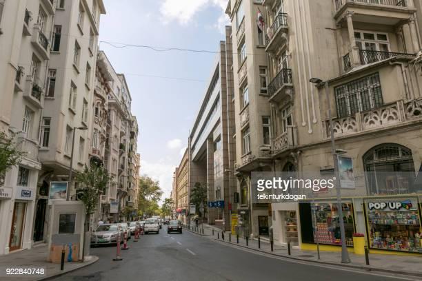 ニシャンタシュ シスリ イスタンブールのヨーロッパ側の歴史の部分で伝統的な建物 - シシュリ ストックフォトと画像