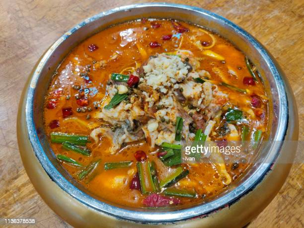 traditional chinese food, boiled fish with pickled cabbage and chili, sour and spicy fish - provinz guangdong stock-fotos und bilder