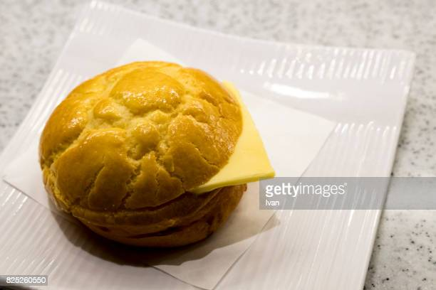 traditional chinese food, hong kong dim sum, yum cha, buttered pineapple bun - 蒸し ストックフォトと画像