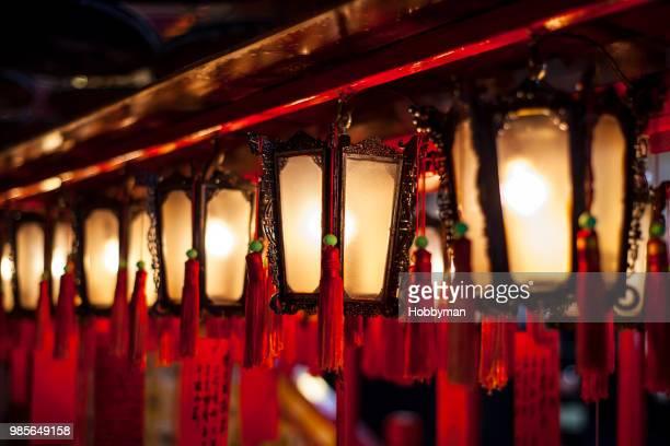 traditional chinese lantern - man motempel stockfoto's en -beelden