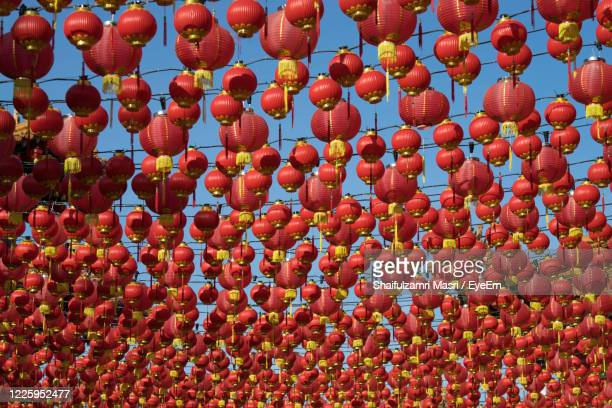 traditional chinese lanterns display during chinese new year festival at thean hou temple - shaifulzamri foto e immagini stock