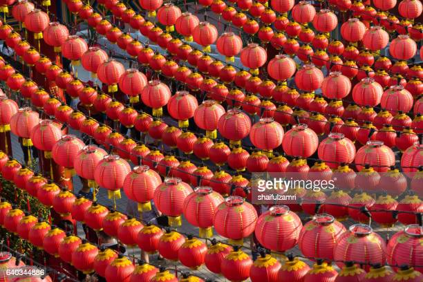 traditional chinese lanterns display during chinese new year festival at thean hou temple in kuala lumpur, malaysia - shaifulzamri stock-fotos und bilder