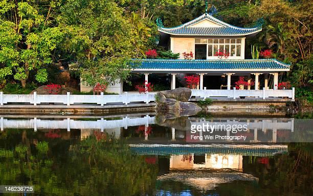 traditional chinese pavilion, xiamen china - xiamen fotografías e imágenes de stock