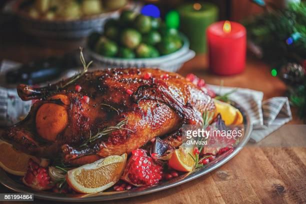 Repas de fête de Noël traditionnel canard