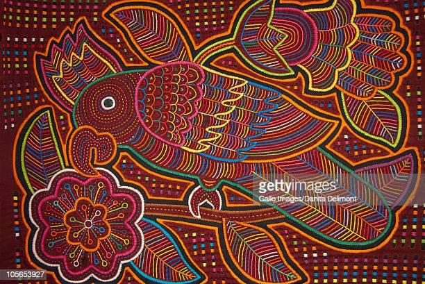 traditional colorful hand stitched kuna indian mola - mola kuna fotografías e imágenes de stock