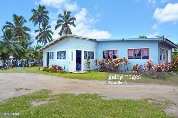traditional cpacific islanders home in rarotonga, cook islands - rafael ben ari 個照片及圖片檔