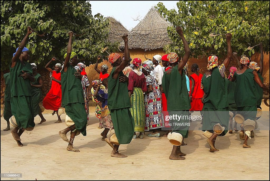 Life In Northern Cameroon : The Most Attractive Area In Oudjilla, Cameroon On December 27, 2003. : Nachrichtenfoto