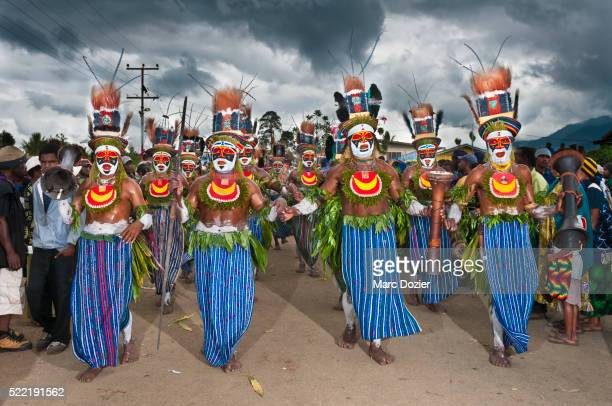 Traditional dancers arriving at Goroka festival