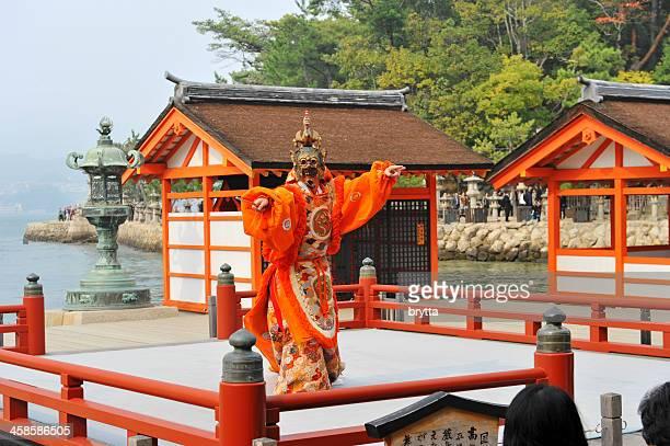 伝統的なダンスを宮島、日本。