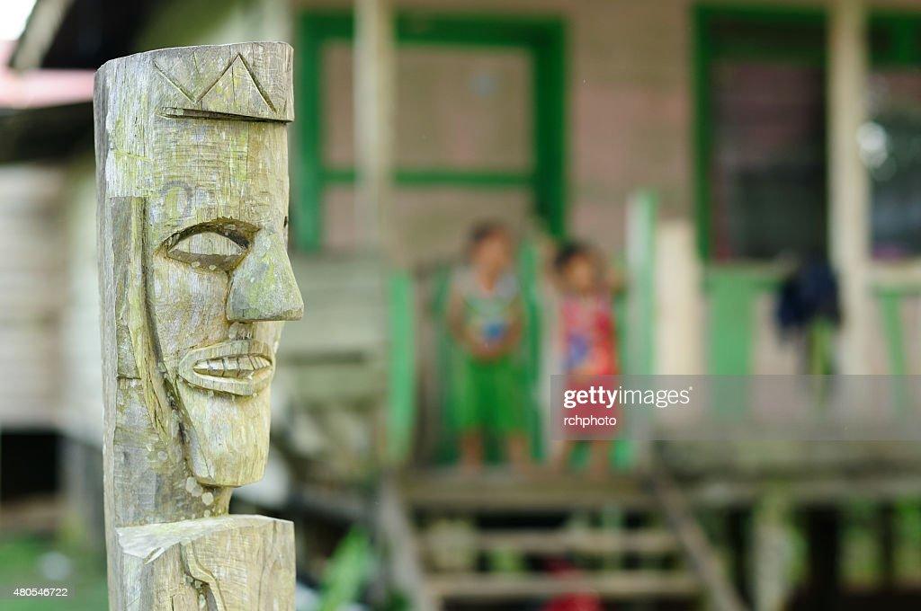 Dayak tradicional cultura tribal, Indonesia : Foto de stock