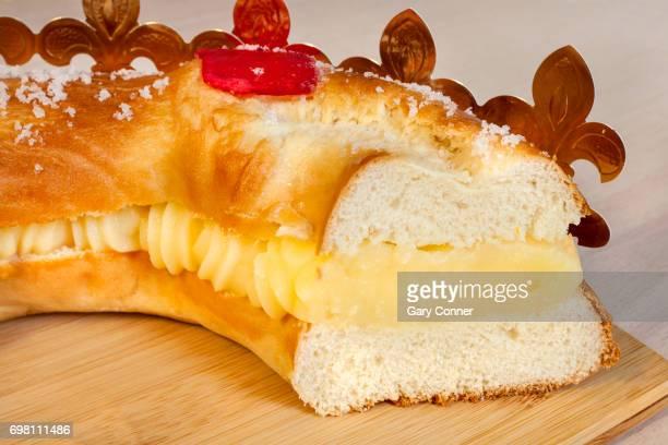 traditional dessert for three kings day - roscon de reyes fotografías e imágenes de stock
