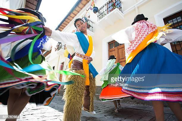 traditional ecuadorian dancers, quito. ecuador - hugh sitton photos et images de collection