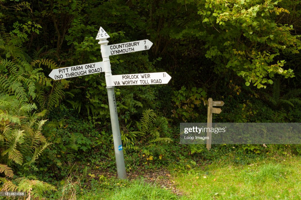 A traditional English cast iron finger rural road sign in Pitt Lane near Porlock Weir in the Exmoor National Park : News Photo