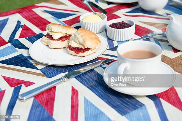 traditional english tea on patriotic tablecloth - british flag cake stock pictures, royalty-free photos & images