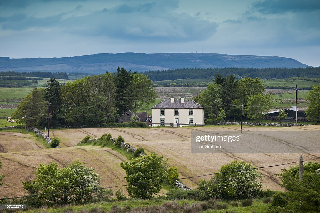 Farmhouse, County Clare, Ireland : News Photo