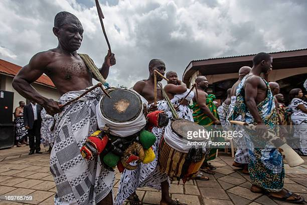 CONTENT] AKWASIDAE traditional festival in which the king of the Ashanti Osei Kofu Tutu receiving guests dressed strictly with tunics which bring a...