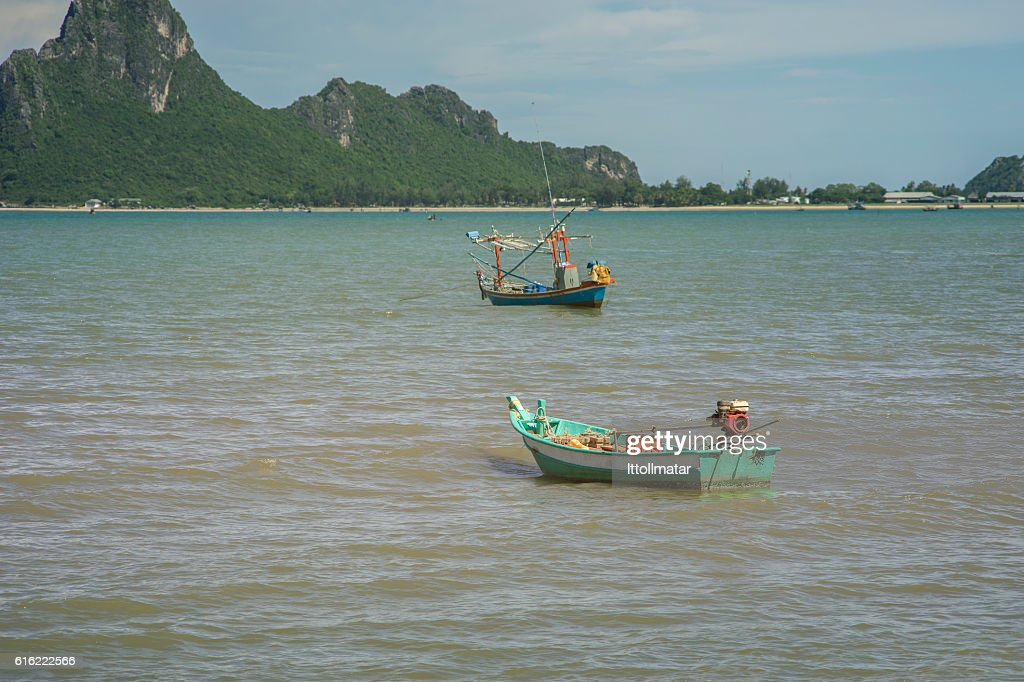 traditional fishing boat laying on a wave : Foto stock