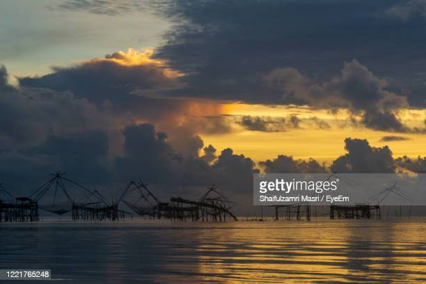 traditional fishing nets made from bamboo and wood over sunrise at phatthalung, thailand. - shaifulzamri eyeem stock pictures, royalty-free photos & images
