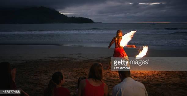 tradicional dança havaiana - arte, cultura e espetáculo imagens e fotografias de stock