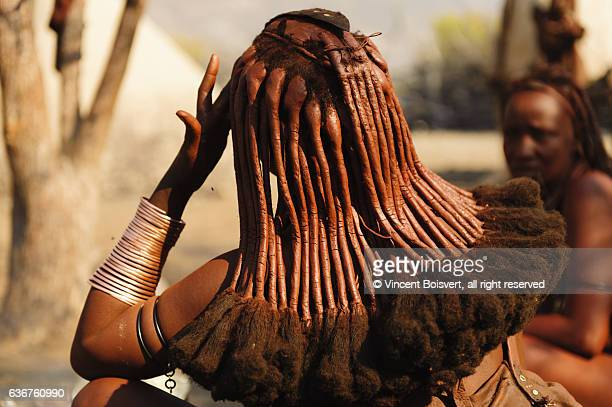 traditional himba hair style - himba stock-fotos und bilder