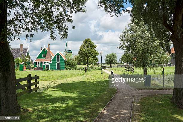 traditional houses at de zaanse schans in the netherlands - noord holland stockfoto's en -beelden