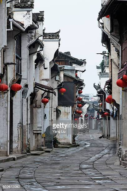 traditional houses in huangshan - anhui province stock pictures, royalty-free photos & images