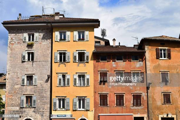 traditional houses in trento, italy - trento foto e immagini stock