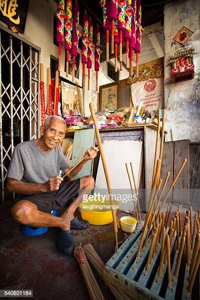 Traditionnelle de l'encens faire de Penang