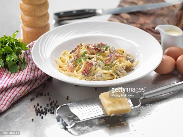 traditional italian meal of carbonara - オトレイ ストックフォトと画像