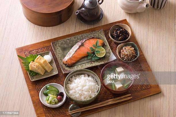 traditional japanese breakfast - washoku fotografías e imágenes de stock