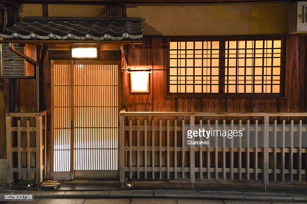 traditional japanese building in gion - kyoto, japan - chinese lantern lily stock pictures, royalty-free photos & images