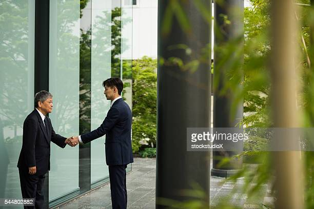 traditional japanese business greeting - lypsekyo16 stock pictures, royalty-free photos & images