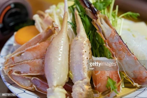 traditional japanese cuisine, fresh raw crab shabu shabu - sapporo - fotografias e filmes do acervo