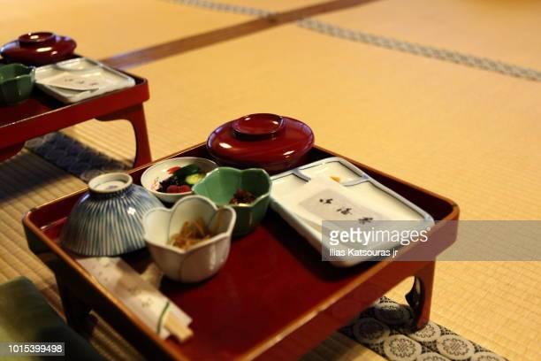 traditional japanese shojinryori dinner served on tatami mats - koyasan stock-fotos und bilder