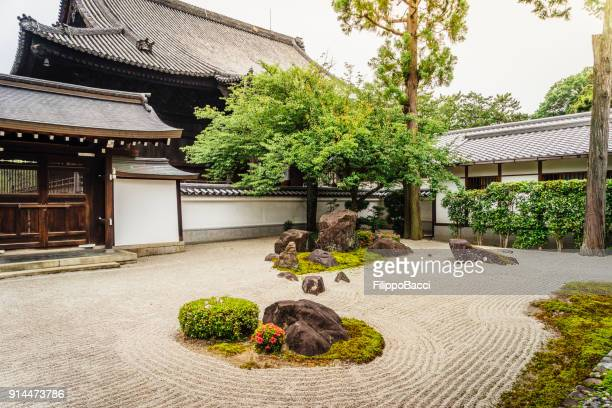 traditional japanese temple in kyoto - kyoto prefecture stock pictures, royalty-free photos & images
