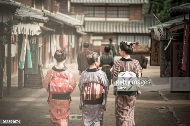 19 世紀の芸者と農民から伝統的な日本の村 - 歴史 ストックフォトと画像