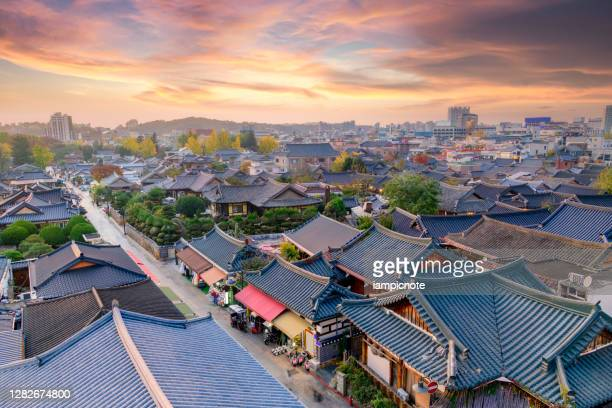 traditional korean hanok houses rooftop - jeonju stock pictures, royalty-free photos & images