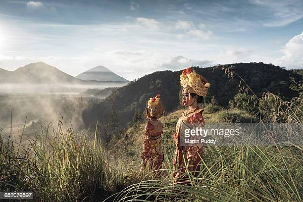 traditional legong dancers standing on hillside - indonesien stock-fotos und bilder