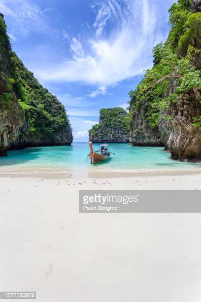 traditional longtail boat with beautiful scenery view at pileh lagoon - phi phi leh island in sunshine day - lagoon stock pictures, royalty-free photos & images