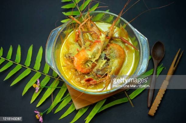 traditional malay food.fresh water prawn cooked with coconut gravy dish - frische stockfoto's en -beelden