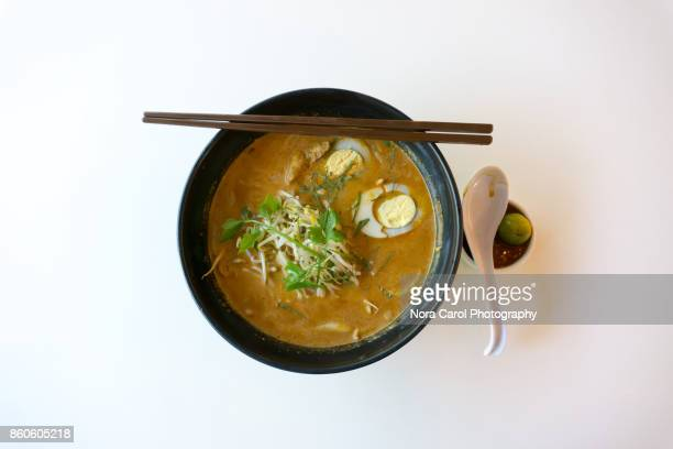 traditional malaysian curry laksa dish - curry soup fotografías e imágenes de stock