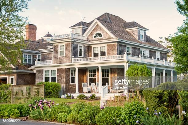 traditional mansion in cape cod chatham massachusetts usa - herpes zoster foto e immagini stock